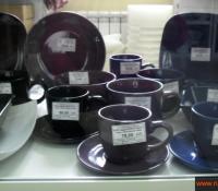 Большой ассортимент посуды из стекла, фарфора, пластика