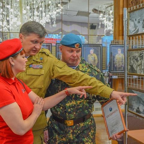 Абакан,Республика Хакасия.Выставочный проект «Во славу державы».