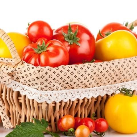 За помидорами .....